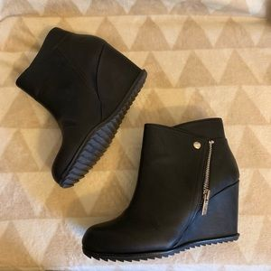 KENNETH COLE REACTION Zip-Up Booties